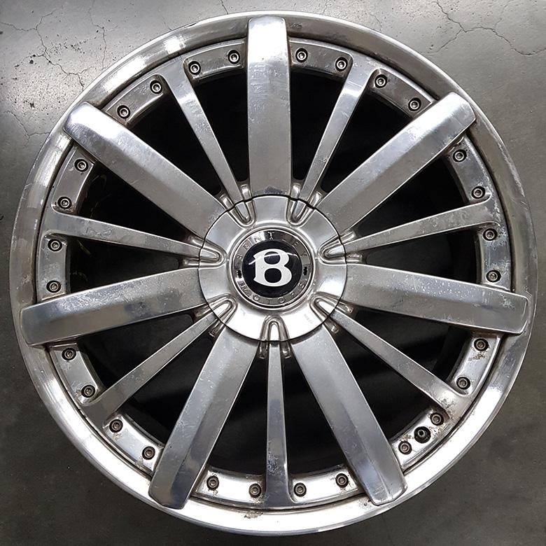 verkratzte Bentley-Felge