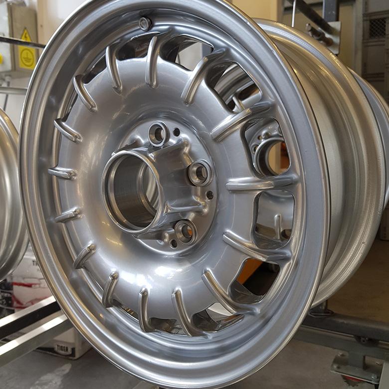 Mercedes-Felgen Pulverbeschichtung in Silber