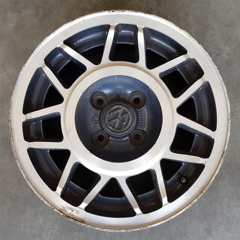 VW-Felge vorher